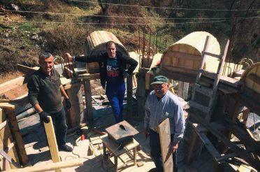 Радови на изградњи куполе Храма Свете Петке у Мочиоцима
