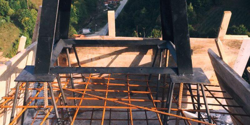 Изливање темеља за часни крст на Балтића стени
