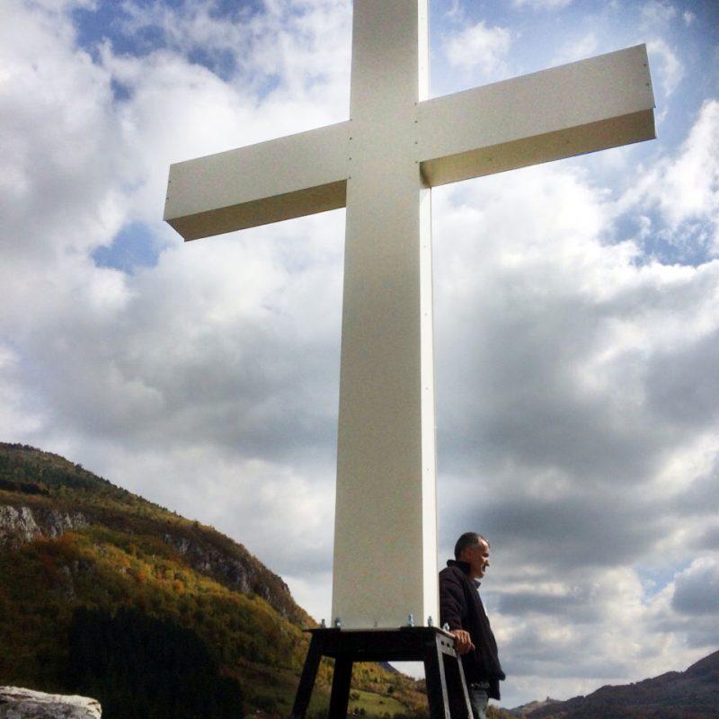 Часни крст на Балтића стени надомак Храма Свете Петке